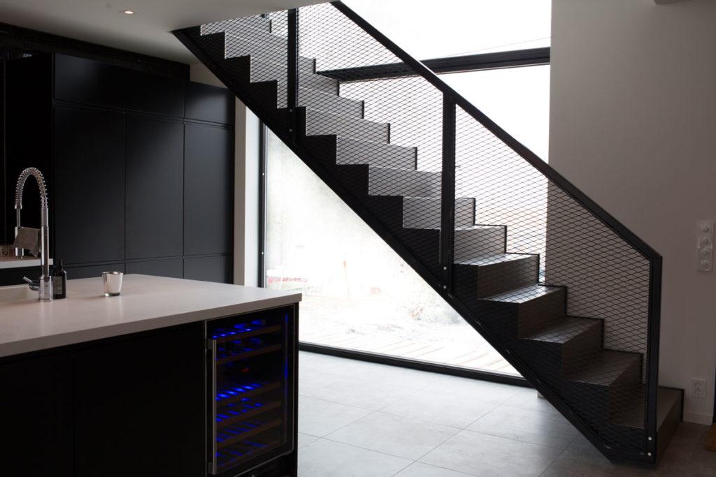 Designtrapp i Mesh med industriell stil