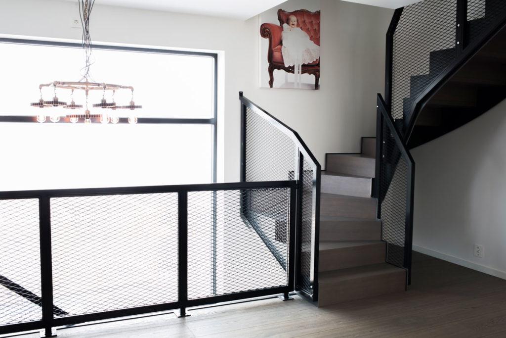 Designtrapp Mesh med balkong