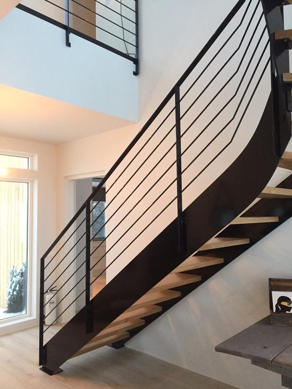 Trapp med utenpåliggende stålvanger fra Nytrapp