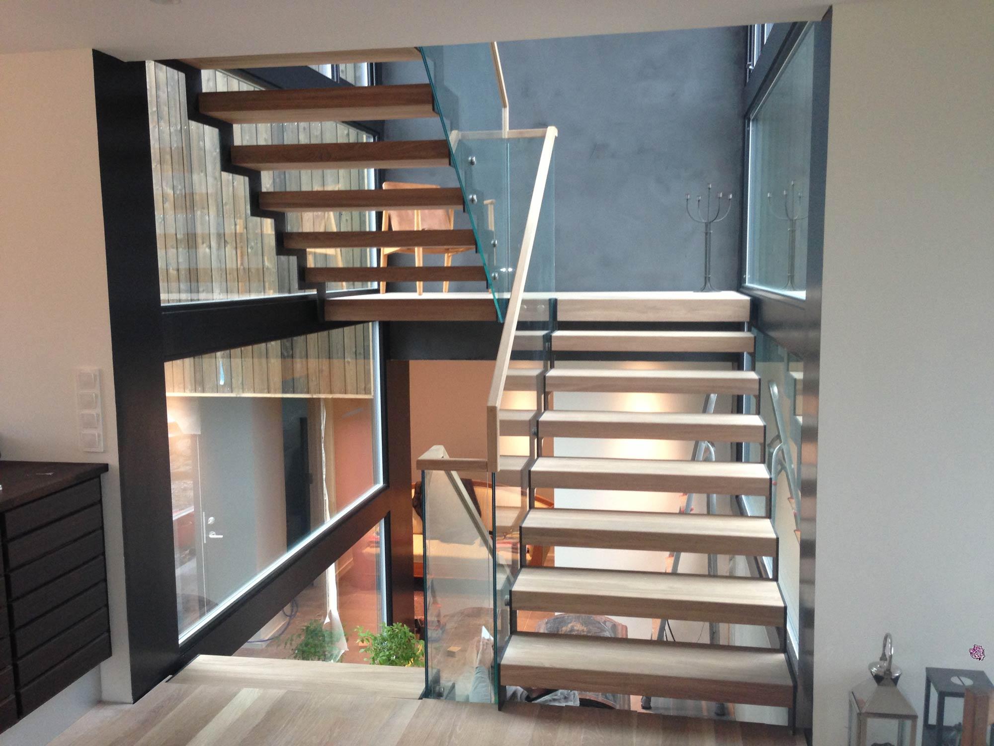 Designtrapp med stålvanger og tretrinn fra Nytrapp