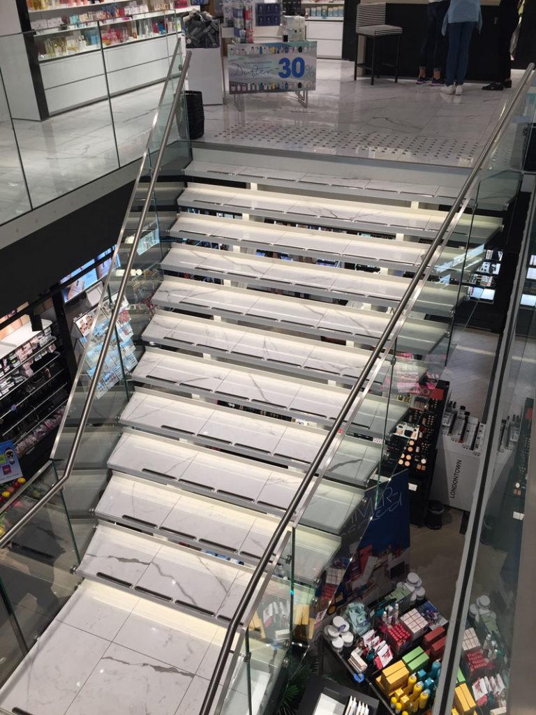 Spesiallaget trapp fra Nytrapp i Fredrik & Louisa Flagship Store