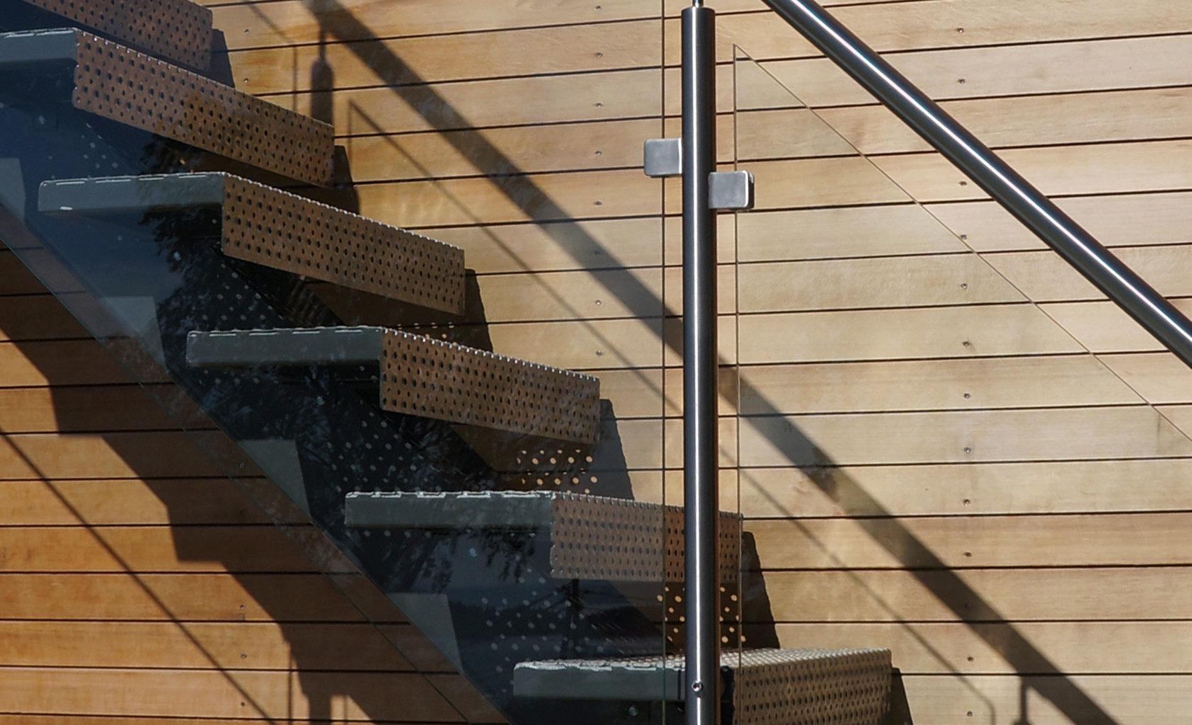 Utetrapp med glassrekkverk fra Nytrapp
